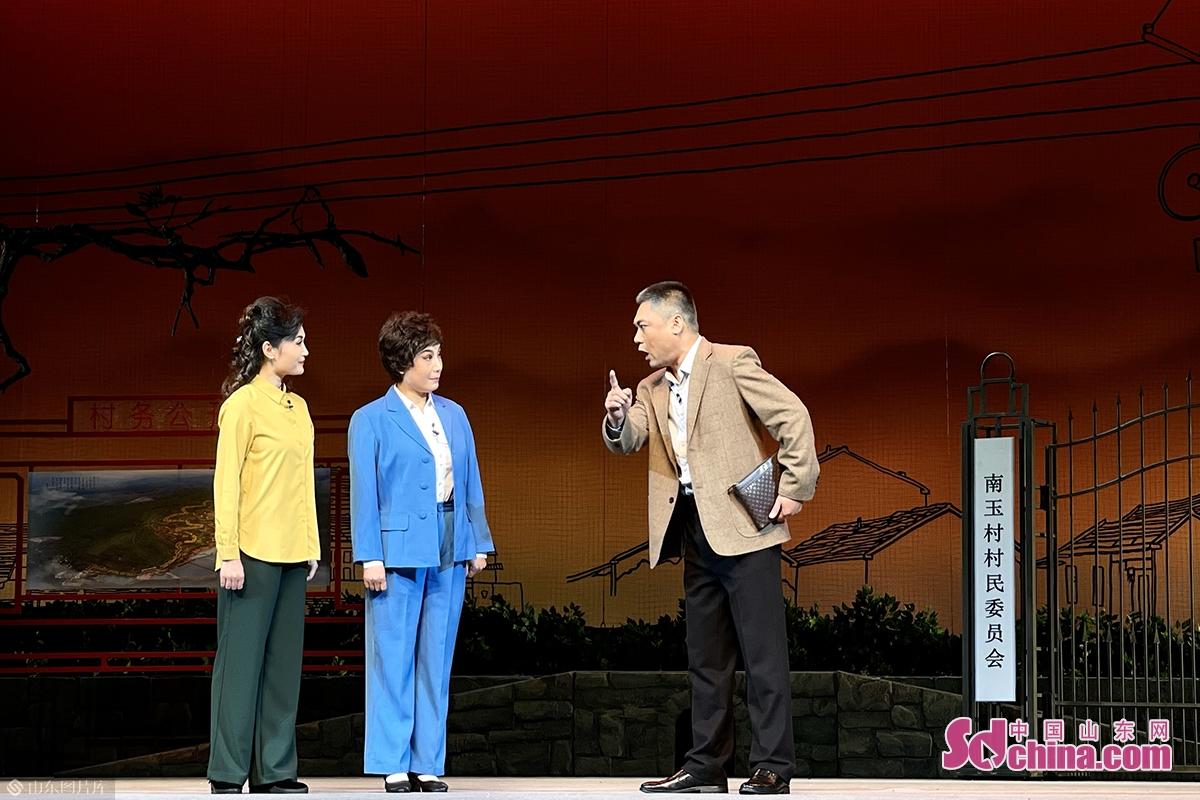 为迎接建党100周年,更好的满足人民文化需求,安丘市委宣传部、市文化和旅游局、市京剧团组织创作了现代京剧《头雁》。<br/>