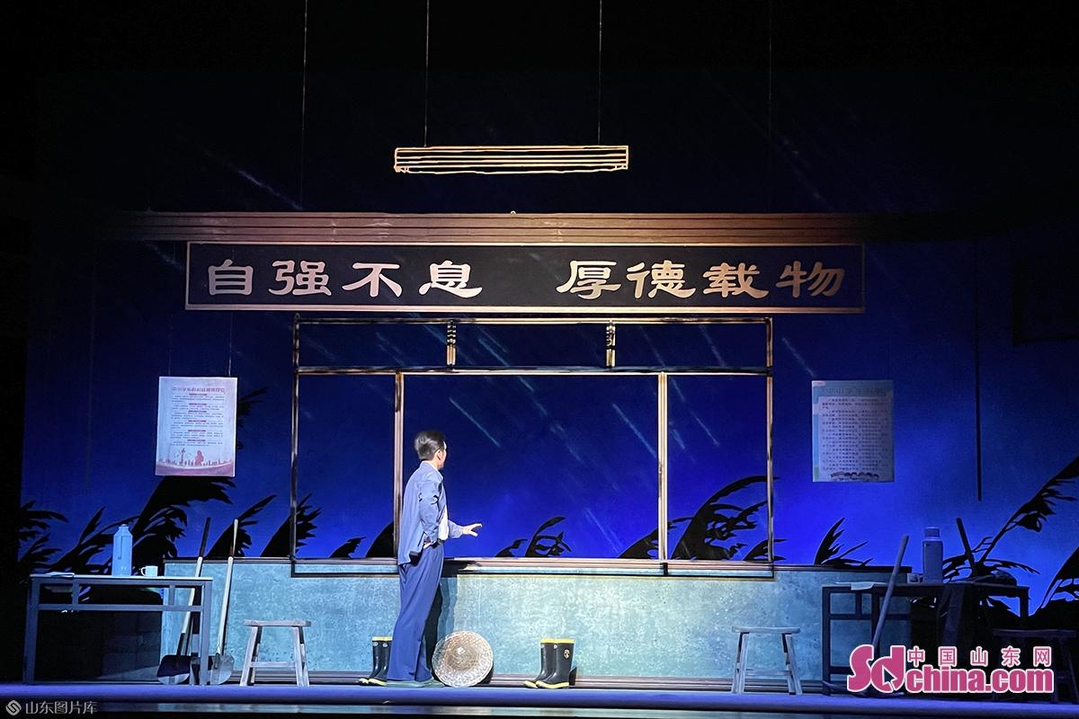 带领全体村民迎战天灾、重建家园的故事,生动刻画了农村共产党员的光辉形象,谱写了一曲&ldquo;不忘初心、牢记使命&rdquo;的忠诚赞歌。<br/>