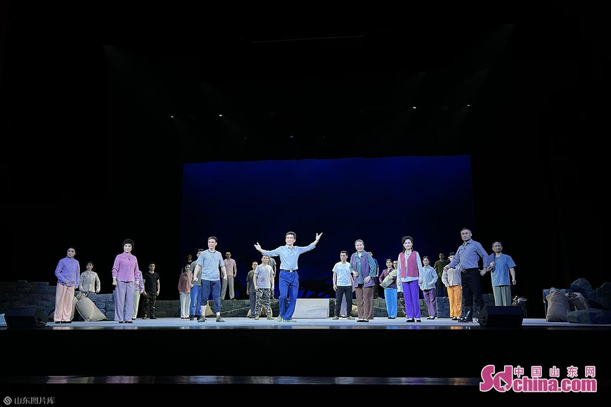 《头雁》成功演出赢得各界盛赞。此剧被山东省文化和旅游厅评选为&ldquo;2020年全省舞台艺术重点创作项目&rdquo;。<br/>