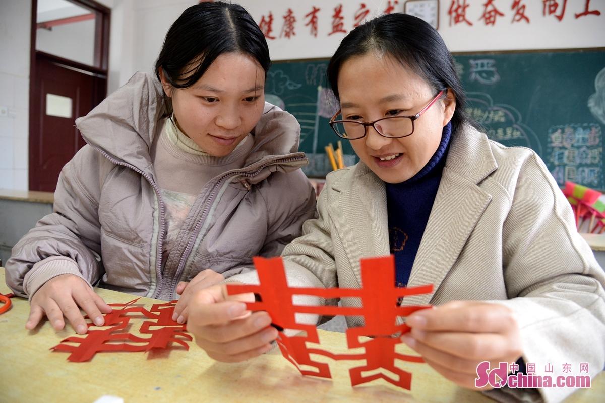 <br/>  聊城市茌平区肖家庄镇联合校60名小学教师学习艺术特长。<br/>