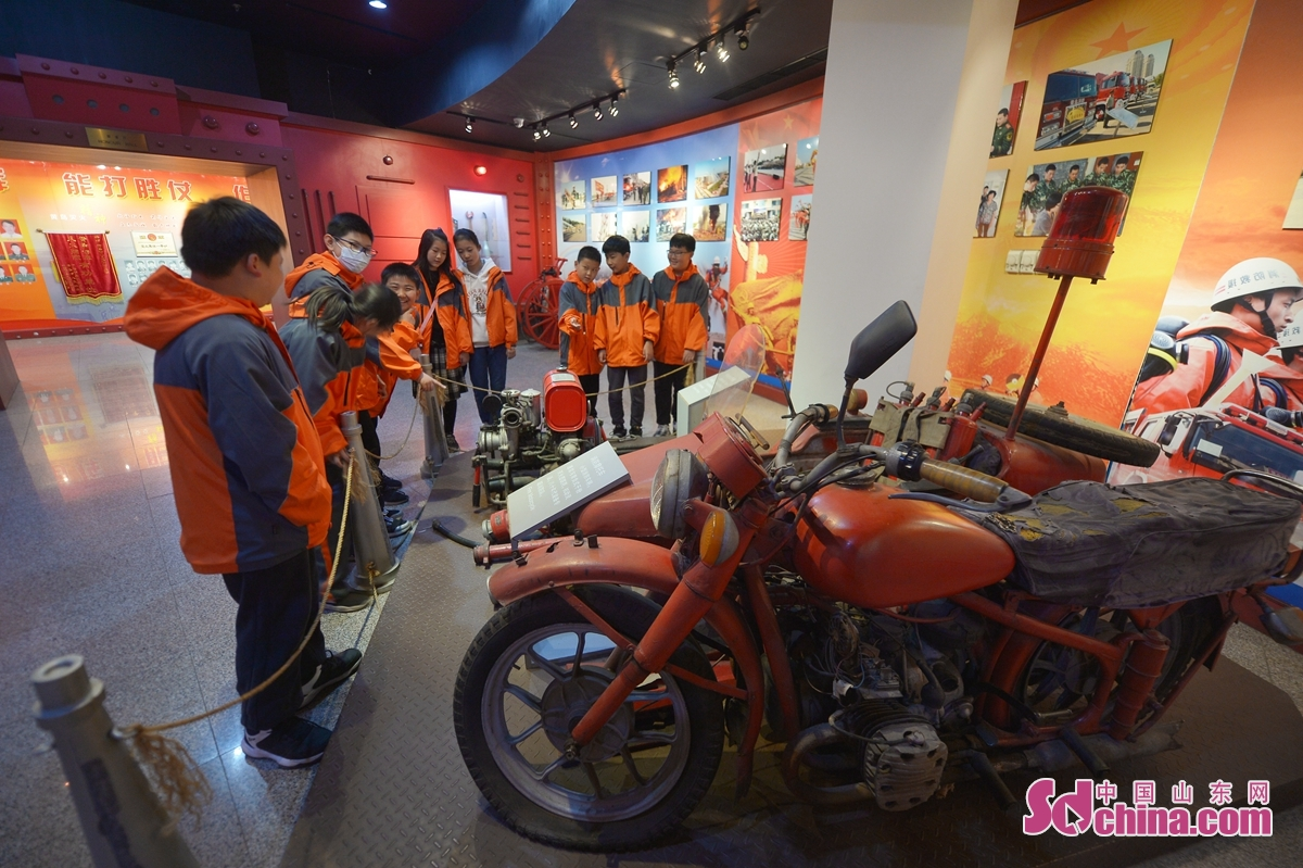 """Students of Huachuan Road Primary School in Qingdao, China&rsquo;s Shandong province come to the """"Fire Protection"""" theme exhibition center to participate in fire safety experience and education activities, to learn fire protection knowledge, improve their self-rescue ability and enhance their awareness of fire safety<br/>"""