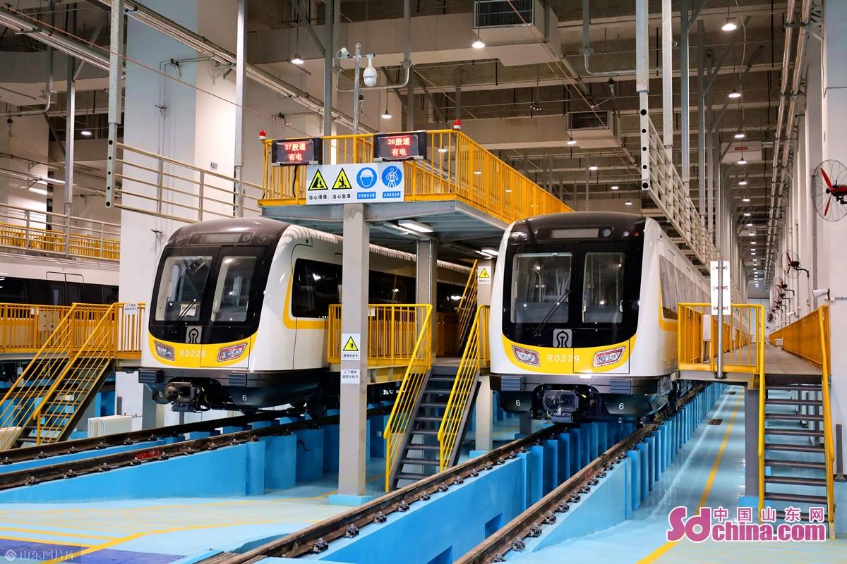 このほど、済南軌道交通2号線の開放日イベントは開催された。記者は2号線の車両と駅を見学した。<br/>