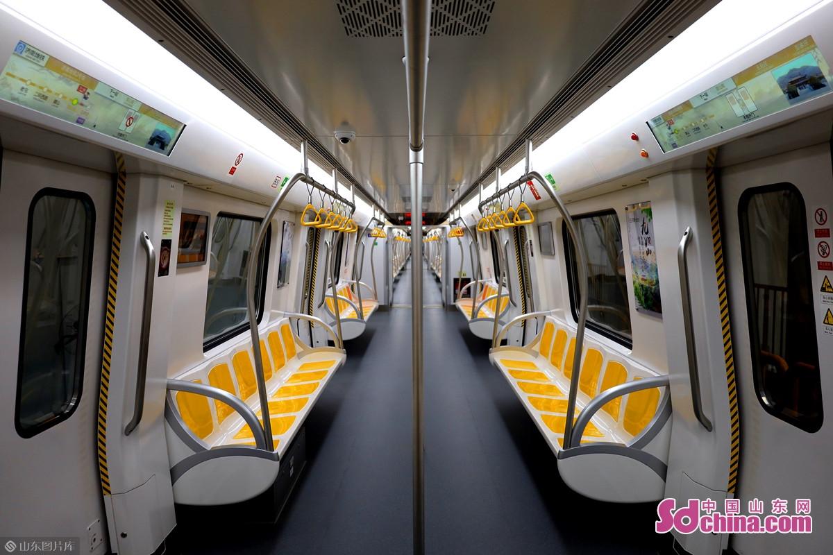 済南軌道交通2号線は済南市東と西を繋がる路線である。<br/>