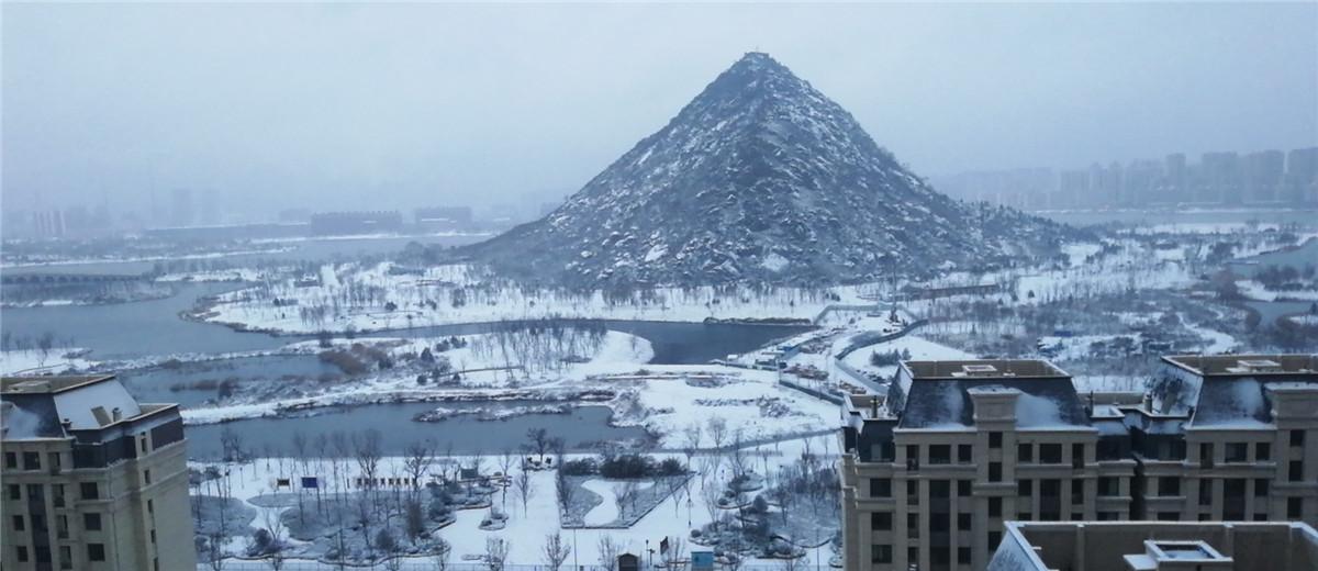 济南主城区迎首场降雪 银装素裹美如画