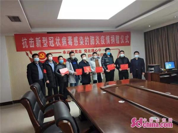 山东滨州沾化区东沙村党员集体献爱心