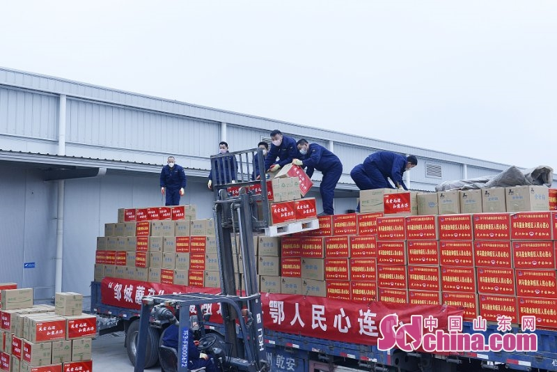 <br/>  鲁鄂两地人民心连心,百吨优质&ldquo;邹城蘑菇&rdquo;驰援武汉。 (摄影 张长青)<br/>