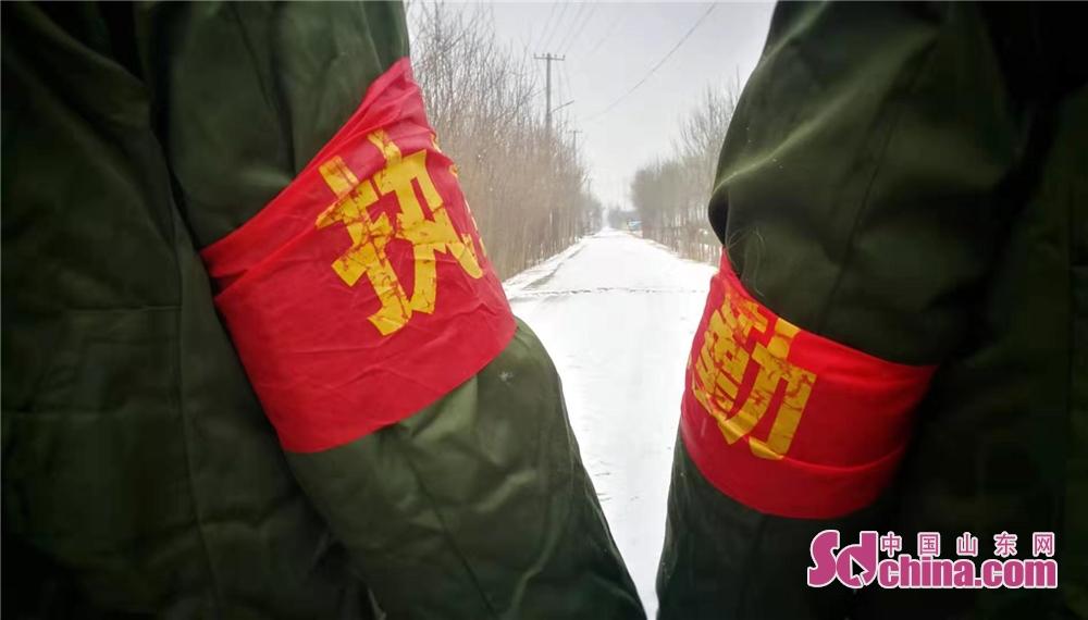 <br/>  山东菏泽牡丹区吕陵镇村委班子成员坚守一线。(摄影 周松柏)<br/>