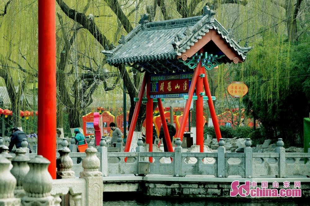<br/>  春天来了,将趵突泉公园打扮的异常秀美靓丽。<br/>