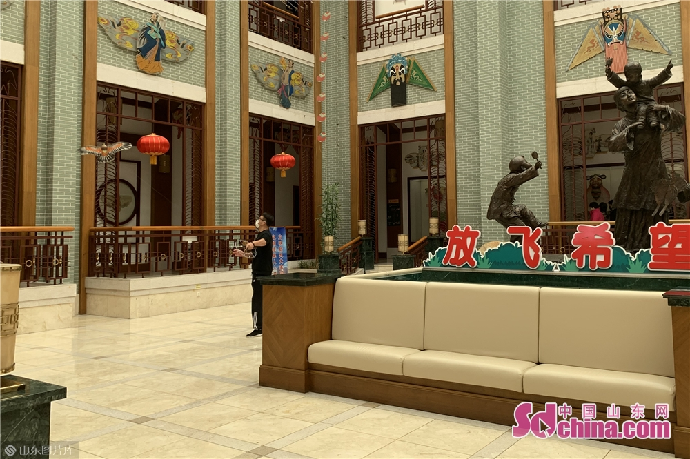 A citizen visits the City Kite Museum in Weifang, east China's Shandong Province on March 25, 2020. Weifang City Library, Wiefang City Museum, Weifang City Art Gallery, Weifang Shihu Garden Museum, and Weifang Kite Museum opened to the public from Wednesday.<br/>
