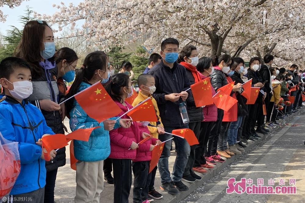 <br/>  继4月1日潍坊26名援助湖北医疗队员凯旋后,潍坊再接58名战&ldquo;疫&rdquo;英雄回家!<br/>