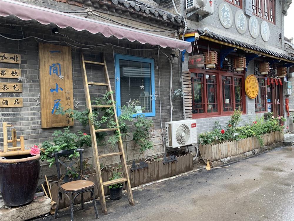 泉城慢时光:清晨雨后的后宰门街