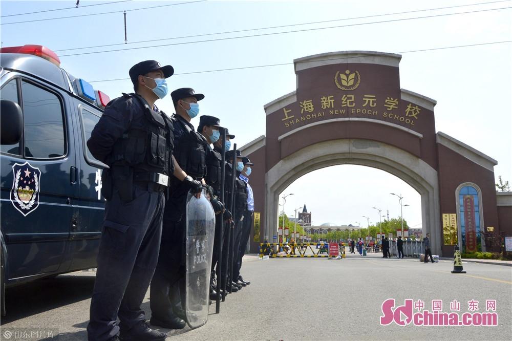 <br/>  5月7日,潍坊滨海公安分局再次全警动员、全力以赴投身安保工作中,为辖区广大师生铺设了一条快速、安全的复学路。<br/>