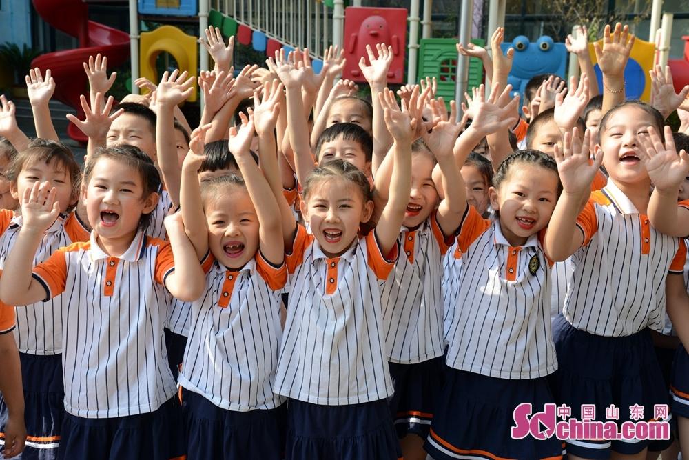 <br/>  山东省聊城市茌平区实验幼儿园北园区大班幼儿师生拍摄纪念照现场。<br/>