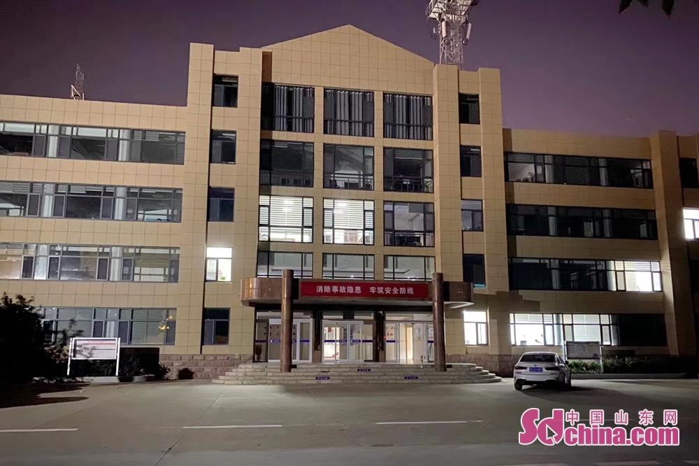 <br/>  黄河河口管理局东营黄河河务局夜晚办公楼依然灯火通明<br/>