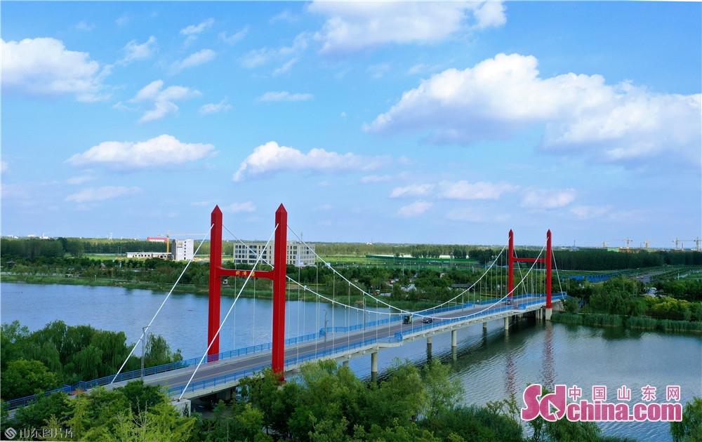 郓城同济桥。意为:同舟共济 河湖林园一水贯通,波光潋滟尽收眼底,令人心旷神怡、流连忘返。