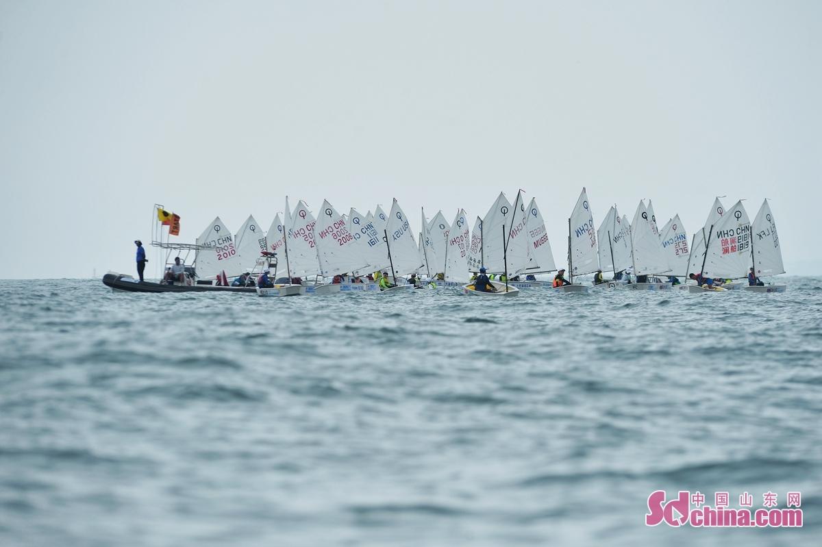 <br/>  8月8日,青岛国际帆船周&middot;海洋节扬帆开赛,图为OP级帆船赛开赛现场。