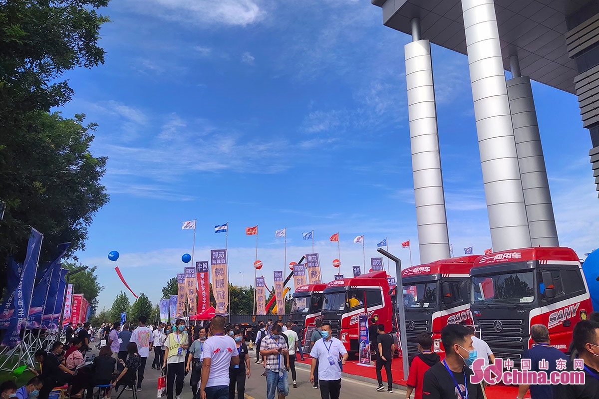 <br/>  自2005起,梁山县已成功举办了十六届中国(梁山)专用汽车展览会,这是由中国汽车工业协会主办的全国专用汽车行业唯一的国家级博览会。<br/>