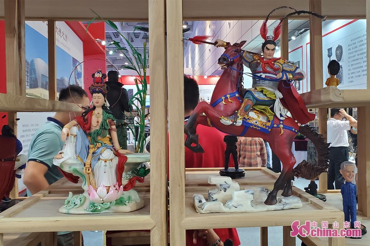 알게 된 바로는, 2006년부터 산동문박회는 이미 8회가 거행됐고, 이번 문화관광박람회는 문박회의 진급판이며, 이미 산동의 문화 성대한 행사가 됐다.<br/>