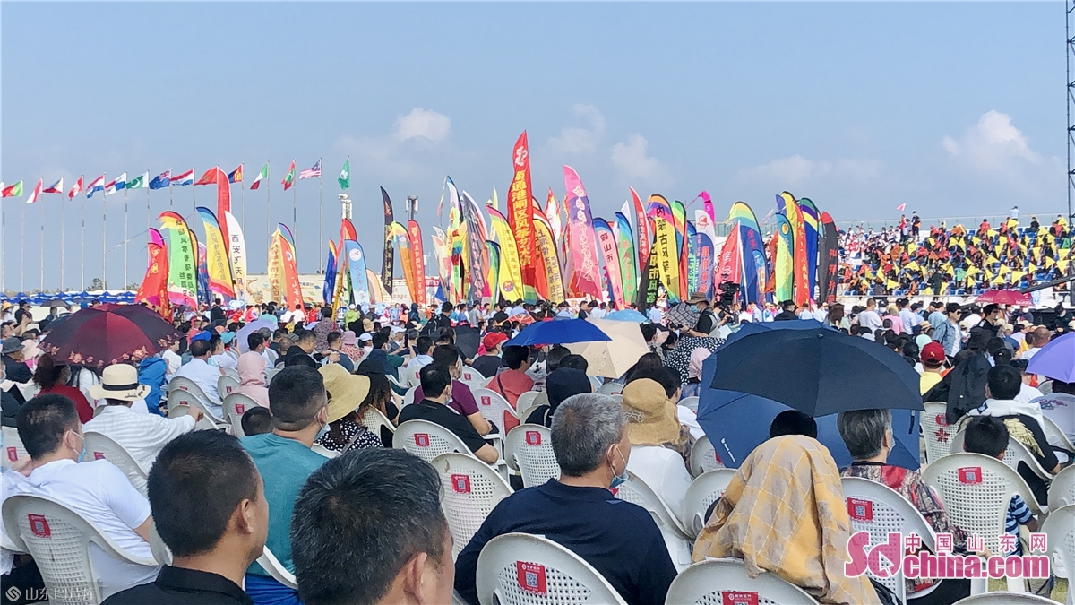 Photo taken on Sept. 26, 2020 in Weifang, east China&rsquo;s Shandong province shows the opening ceremony of the 37th Weifang International Kite Festival. The 37th Weifang International Kite Festival opened in Sept. 26, 2020 and will last till Oct. 8, 2020. (Sdchina/Han Beibei, Sun Xiaoru)<br/>