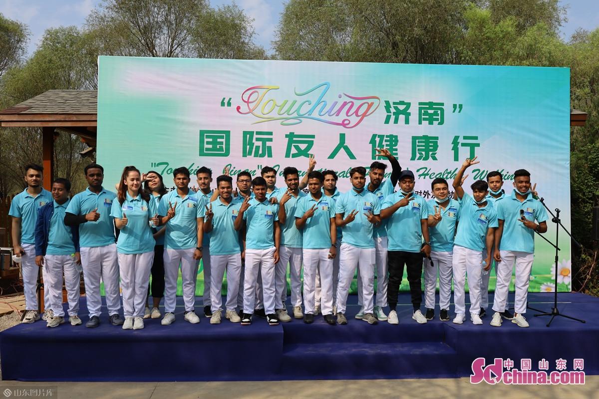 9月27日午前、「Touching済南」国際友人健康行イベントが済西湿地で行った。<br/>
