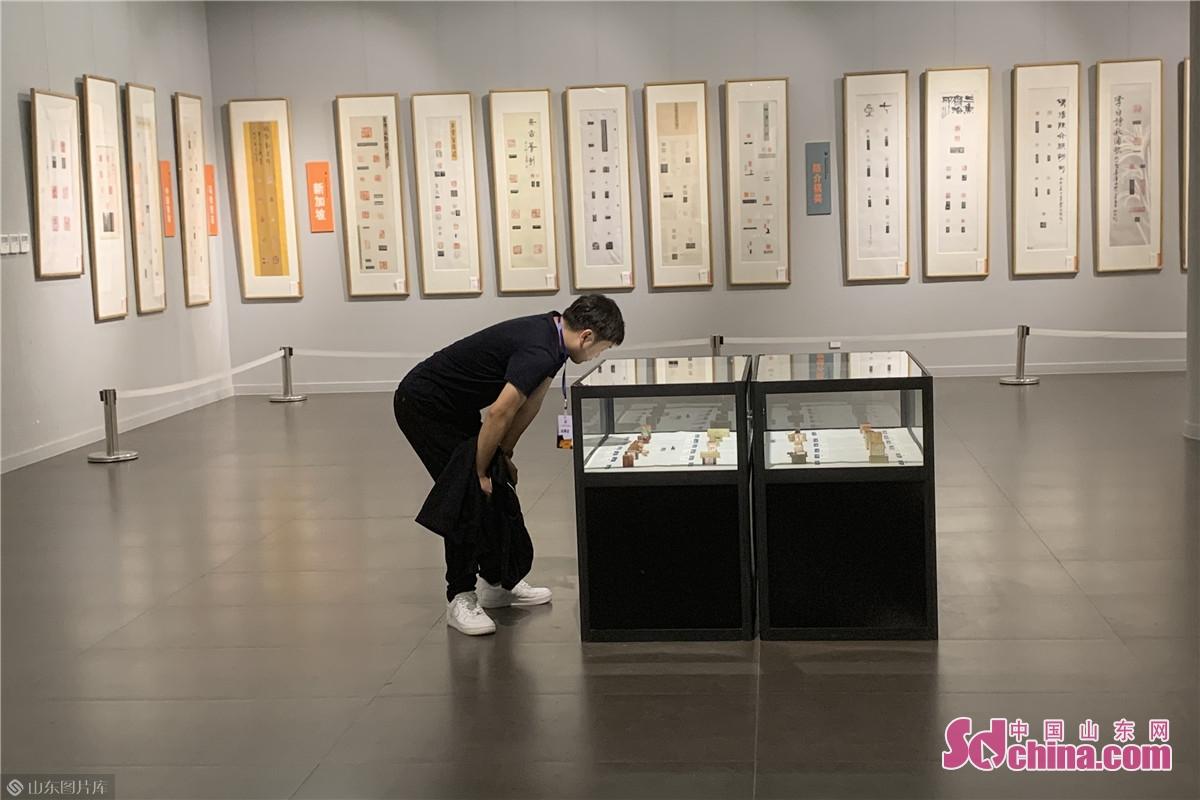 <br/>  中国书法家协会主席苏士澍评价说:潍坊这个展览是今年到目前为止全国文化艺术界唯一一个做成的国际文化艺术交流项目。<br/>