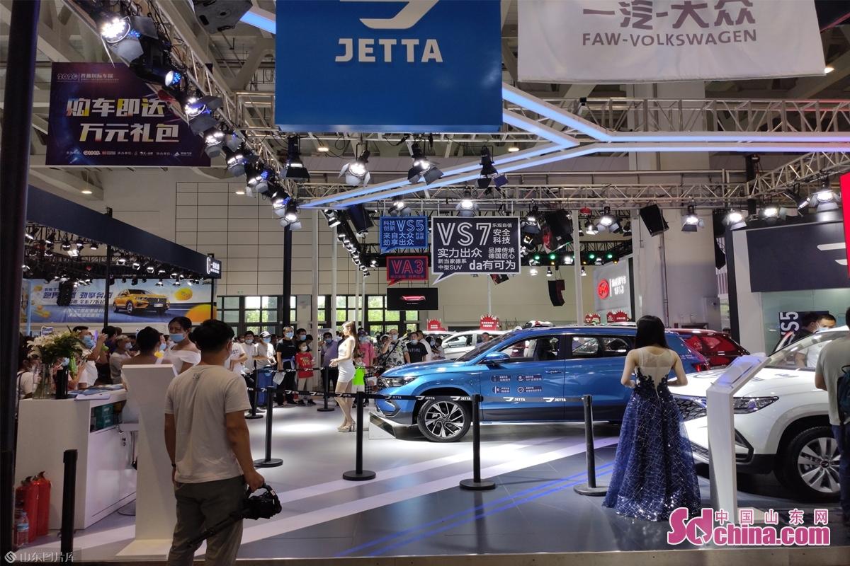 <br/>  4大展馆汇集了国内主流进口车品牌、合资品牌、自主品牌,涵盖了家庭轿车、SUV、MPV、豪华进口车等各种车型,满足了不同消费者的购车需求。<br/>