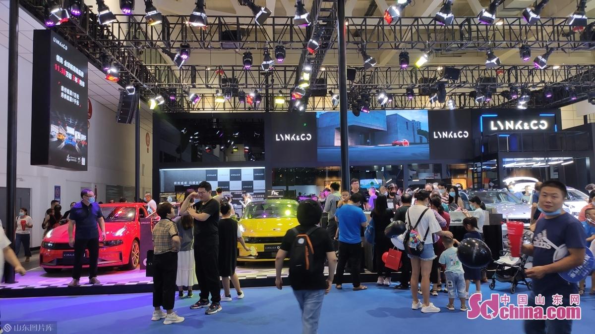<br/>  4大展馆汇集了国内主流进口车品牌、合资品牌、自主品牌,涵盖了家庭轿车、SUV、MPV、豪华进口车等各种车型,满足了不同消费需求。<br/>
