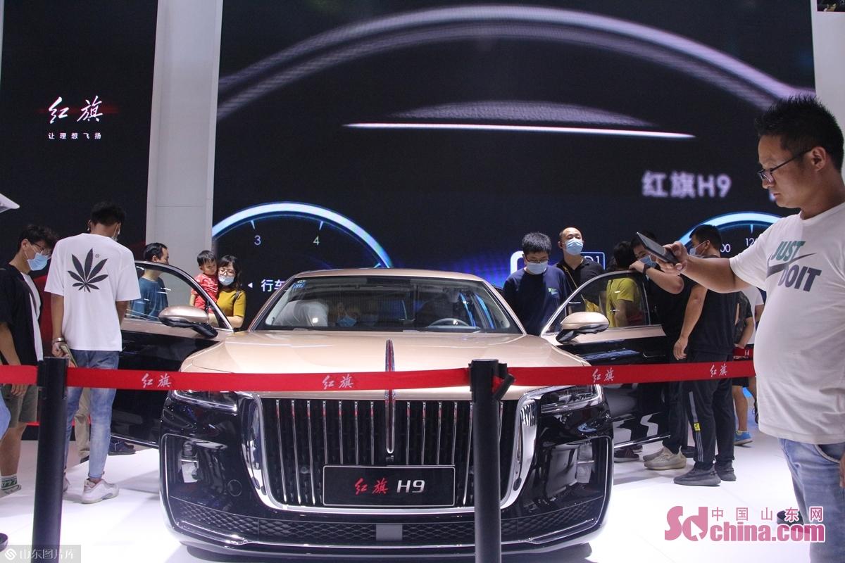 <br/>  消费者对自主品牌汽车的喜爱与信赖,从现场体验试乘红旗H9的排队数量即可见一斑。<br/>