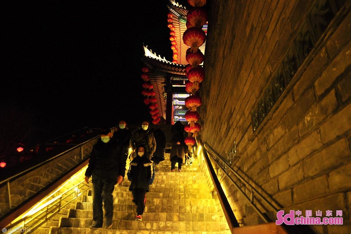 <br/>  除夕夜市民登上城墙品民俗。<br/> <br/> <br/> <br/> <br/>