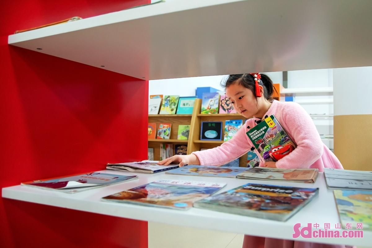 <br/>  旧正月の連休に図書館に行って新年を開き、子どもたちに本を読んで楽しく成長させる親も少なくない。