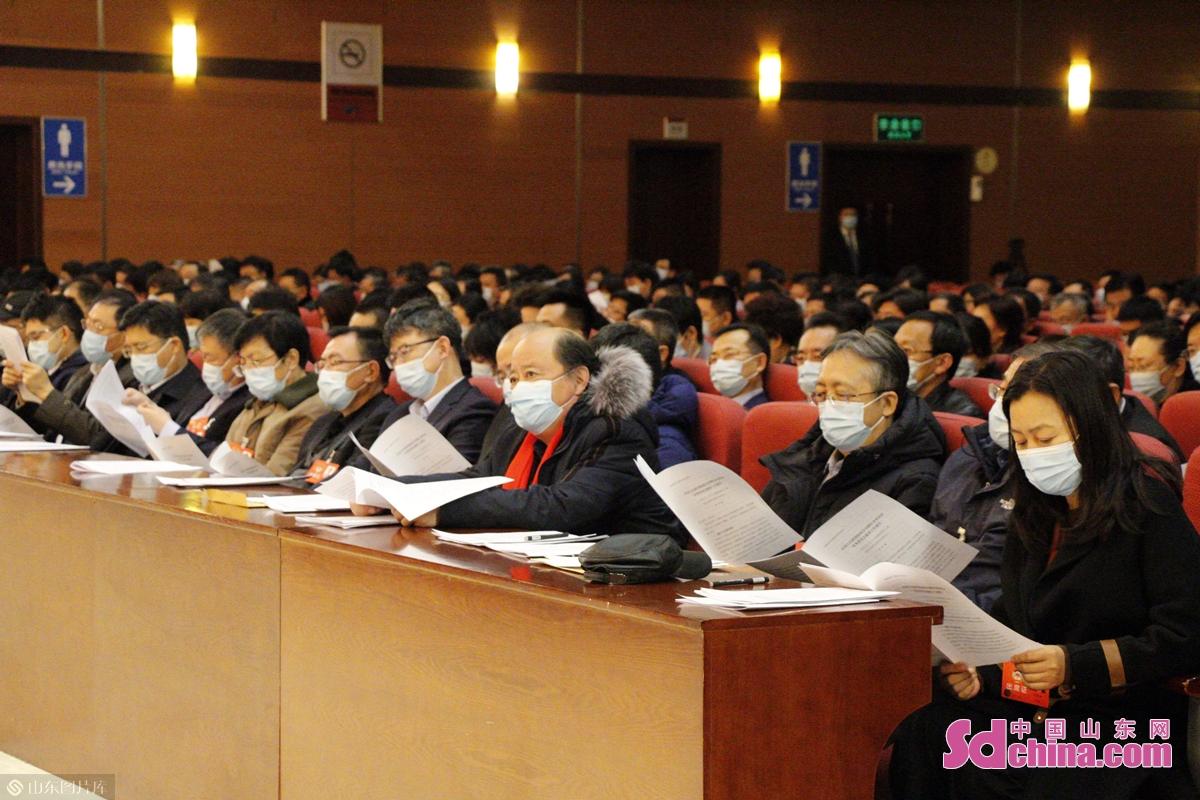<br/>  政协第十三届烟台市委员会第五次会议,应出席委员496名,实到421名,符合有关规定。