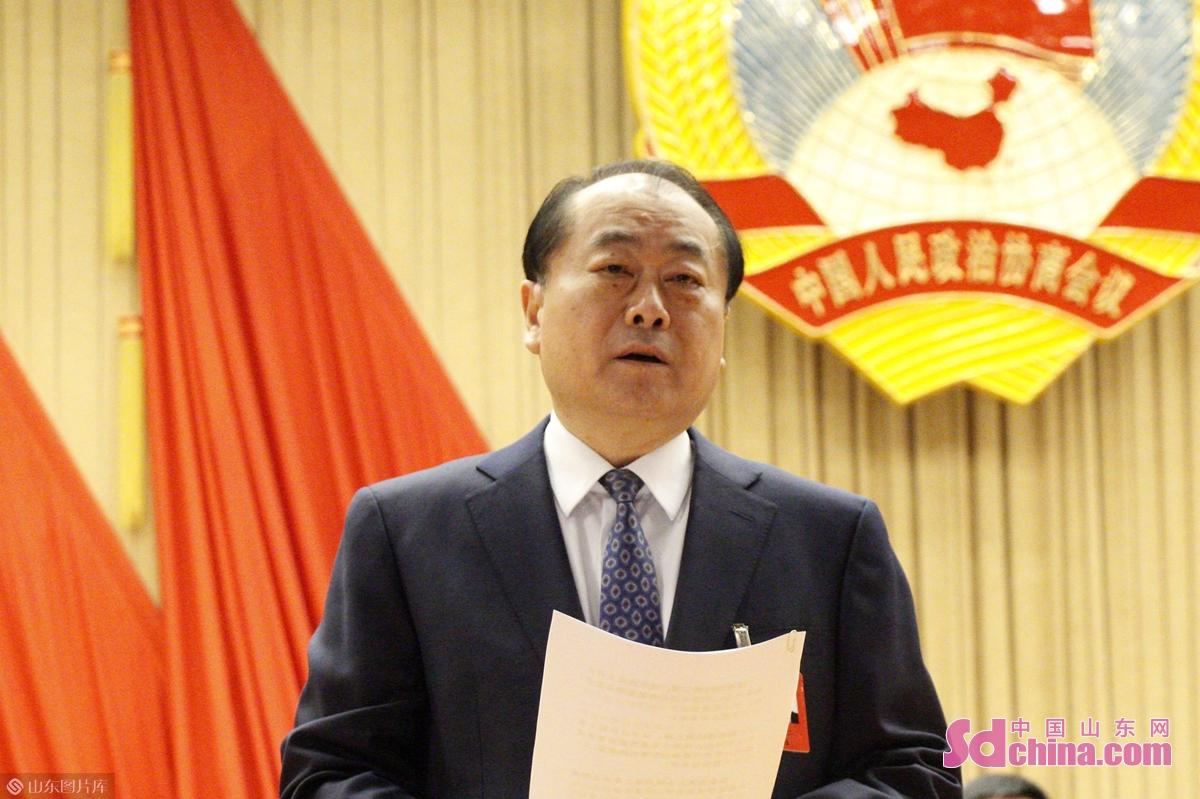<br/>  烟台市政协副主席姜中二主持会议。<br/>