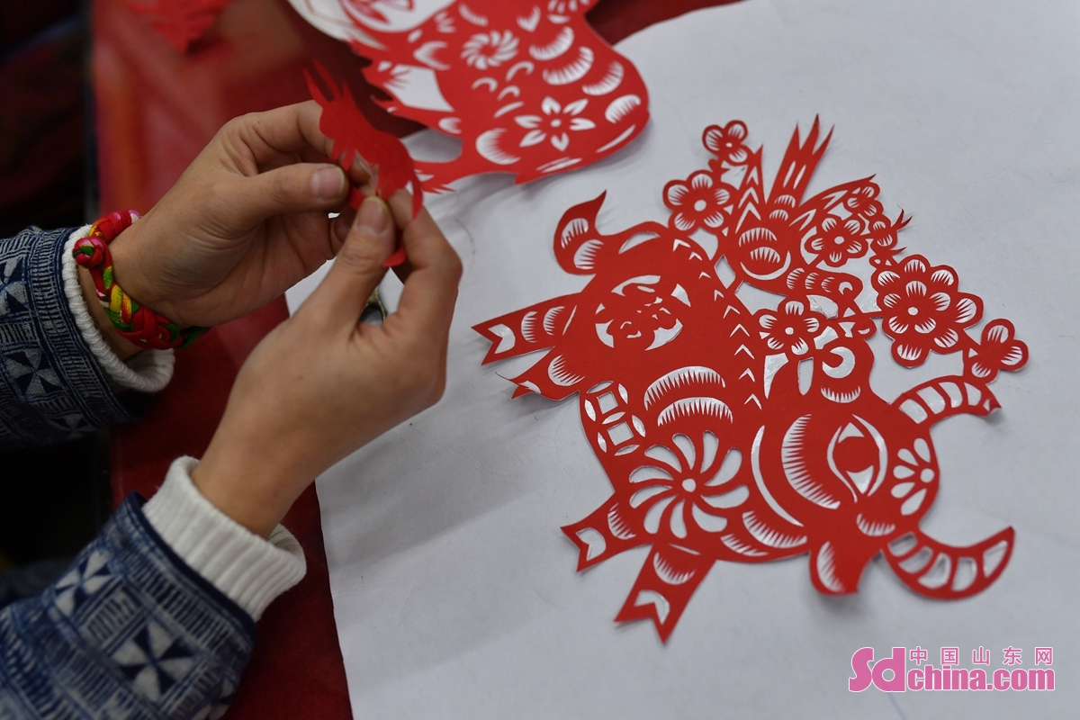 """Recently, artists from Chengyang District of Qingdao City, Shandong Province, created a series of paper-cut works with the theme of """"Welcome the Spring Festival with colorful cultures"""", to encourage people to celebrate the Lunar New Year of the Ox while guarantee the epidemic prevention and control."""