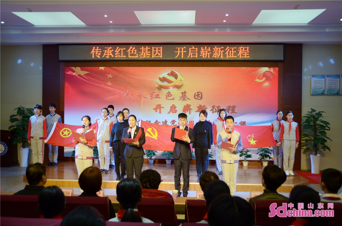 A honors day was held at Yanshan School in Jinan, capital of East China's Shandong province, March 1, 2021. Middle school and primary school students returned to school as scheduled for the spring semester in Beijing on Monday amid coordinated epidemic control efforts.<br/>