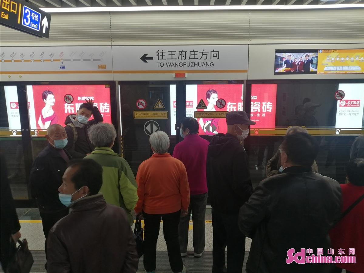 <br/>  3月26日、済南地下鉄2号線は開通し、1号線と3号線を繋ぐ地下鉄である。全長36.4km、19駅が設けられる。我省の初となる自動化運営する地下鉄で、国内で自動化の程度の最高の地下鉄の一つである。<br/>