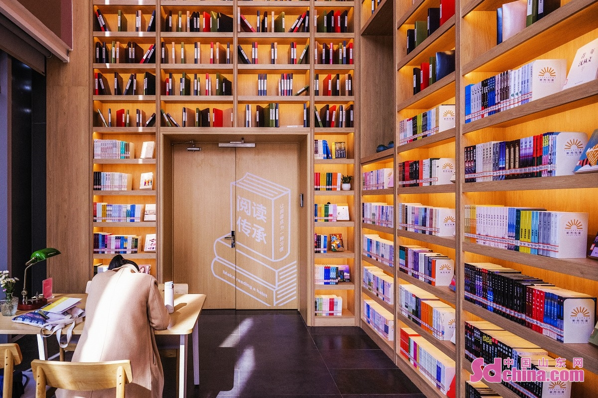 <br/>  城市书房与日照市图书馆互通图书借阅卡,创造市民&ldquo;15分钟文化圈&rdquo;。<br/>