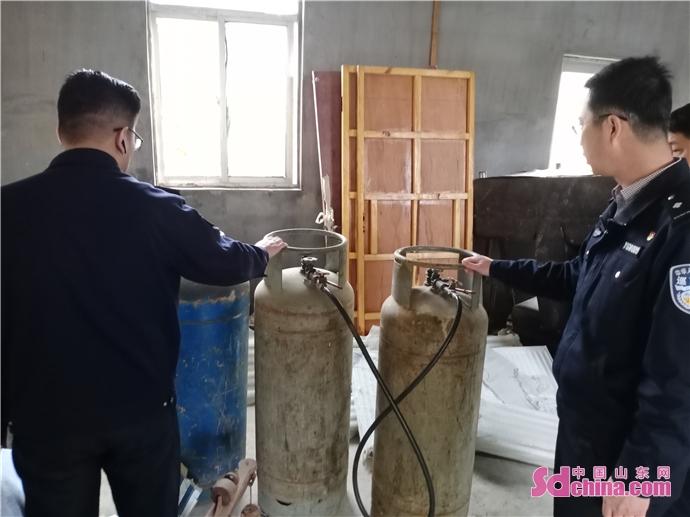 天富测速登录地址烟台高新区综合行政执法局查获违规存放液化气罐窝点