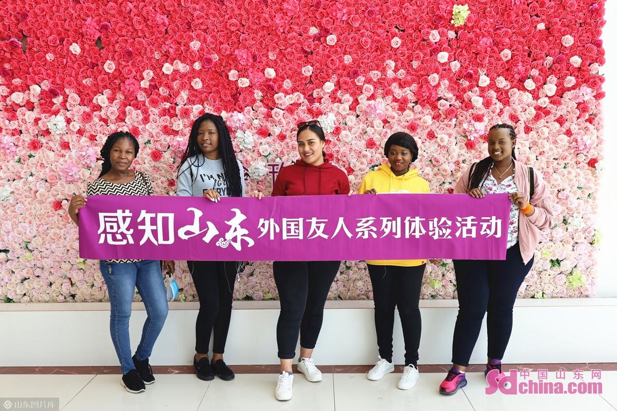 <br/>  国际学生纷纷表示,活动收获满满:&ldquo;小小的玫瑰花,振兴了一个县,太厉害了!&rdquo;