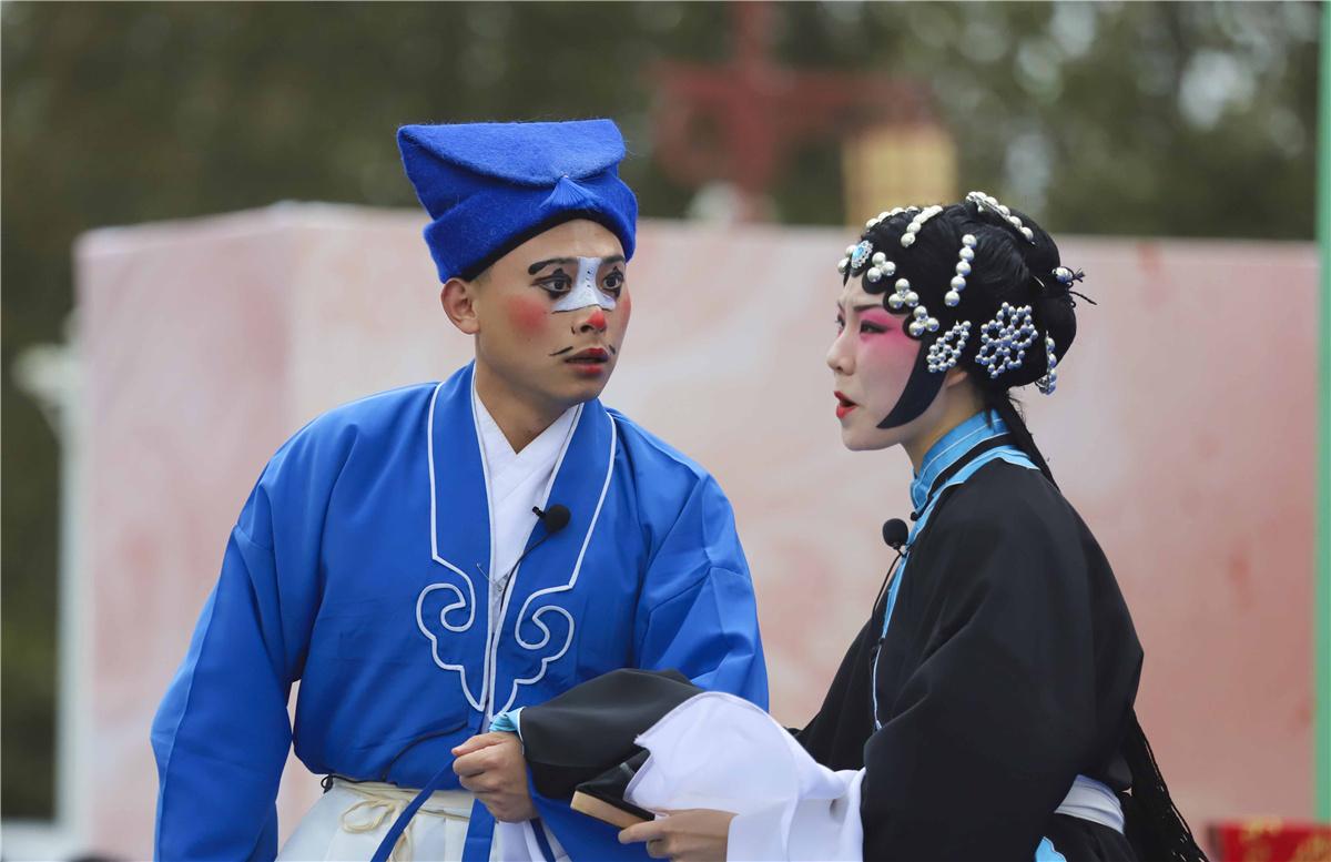 山东青岛:茂腔戏节日下乡 乡亲们家门口看大戏