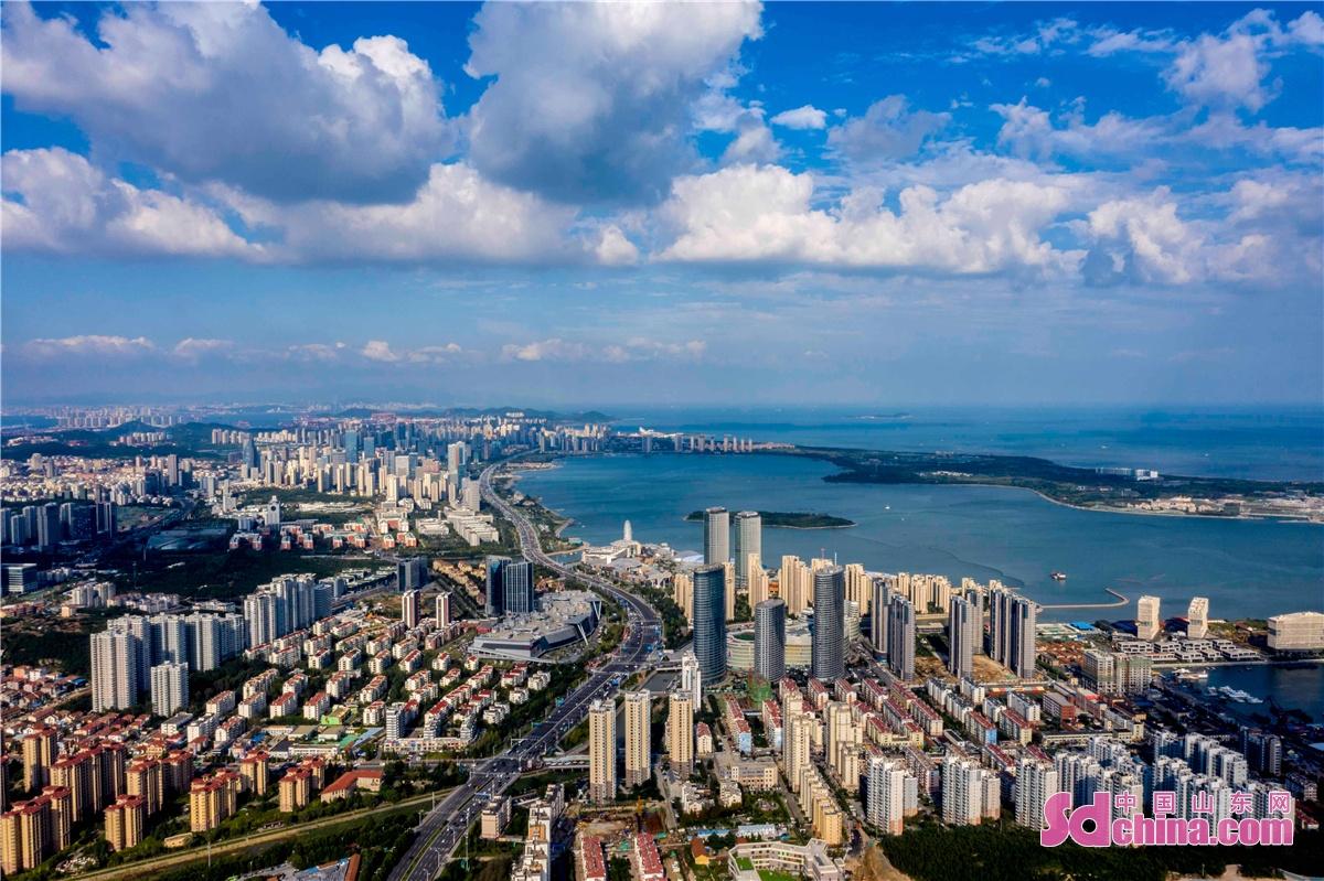 <br/>  2021年9月7日,山东青岛西海岸新区新城逶迤,生机勃发。<br/>