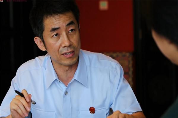 《百名法官》第5集 公益诉讼的主持者--丁宇翔