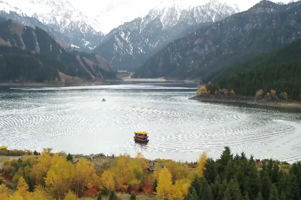【微视频】 超燃!新疆天池上演《我爱你中国》合唱快闪