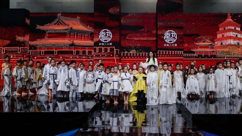 中国国际时装周 妙手生花 让非遗变成文化财产