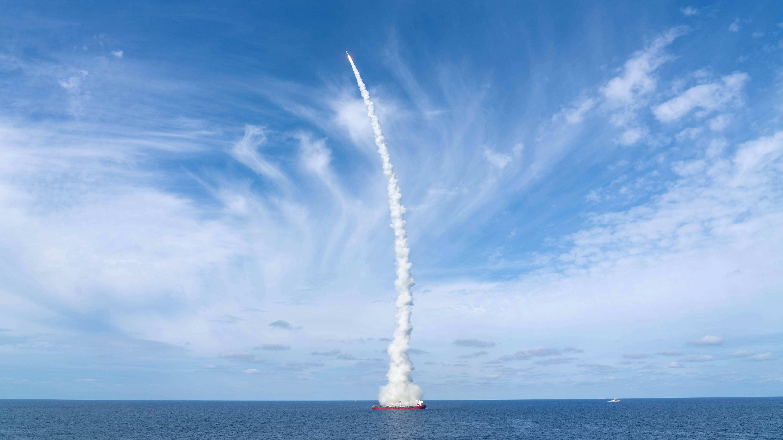 """""""一箭九星""""长征十一号火箭海上发射成功"""