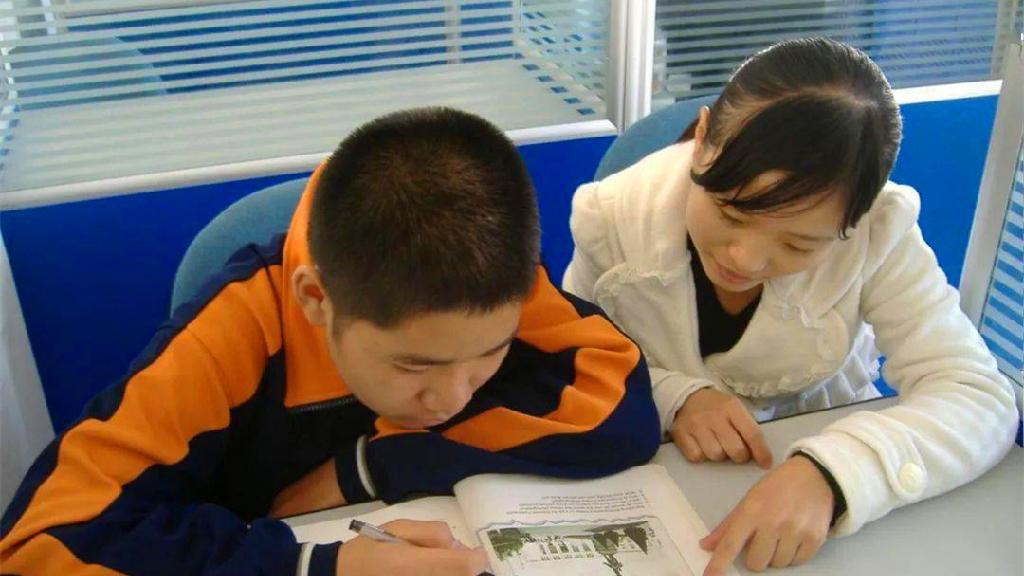 中小学有偿补课和教师违规收受礼品礼金专项整治