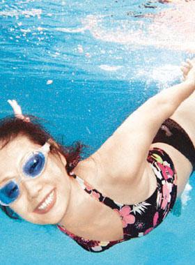 法国裸体大全_项目:裸体游泳   场所:法国尼斯,希腊的dise beach,温哥华的