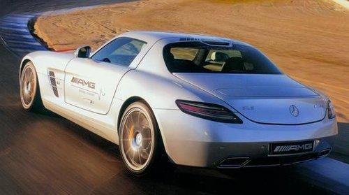 不过和法拉利或者兰博基尼等意大利跑车相比,sls在弯道中的高清图片