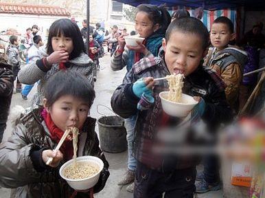 留守儿童腌菜午餐