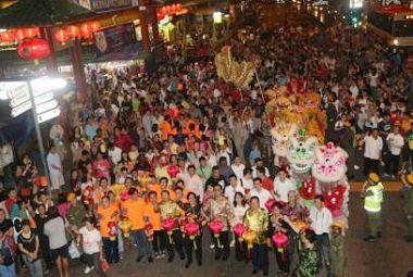 马来西亚唐人街万人喜迎中秋 共享中华文化精髓
