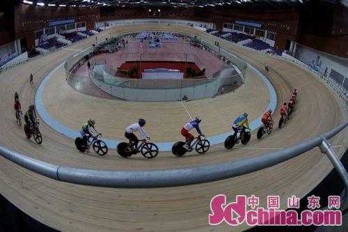 全运自行车场地争先赛意外频发 张淼勇夺冠军